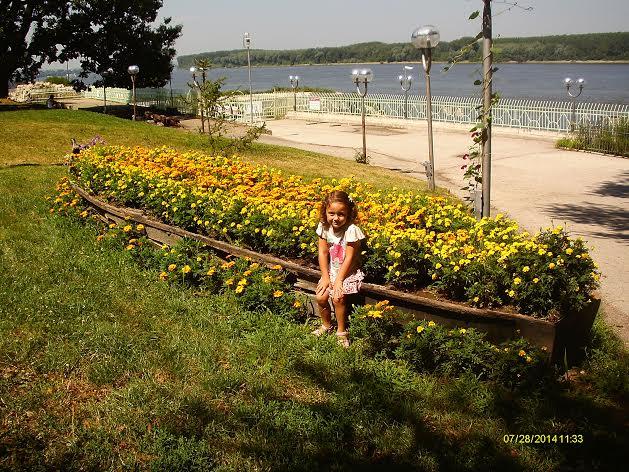 Diana Bachkova - Jardín y Rio Danubio en Bulgaria
