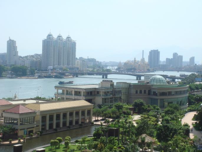 Lolita Chen Yun_ La vista de mi casa del río Min Jiang